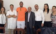 Tunisie Telecom et Oussama Mellouli visitent les enfants malades