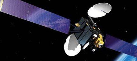 En quoi consiste le travail des ingénieurs tunisiens pour gérer les satellites à Dkhila (Manouba) ?